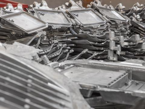 леене механична обработка пакетиране алуминиеви детайли.jpg